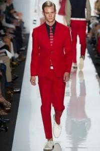 raudonas kostiumas