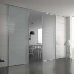 Modernus sprendimas – stiklinės durys